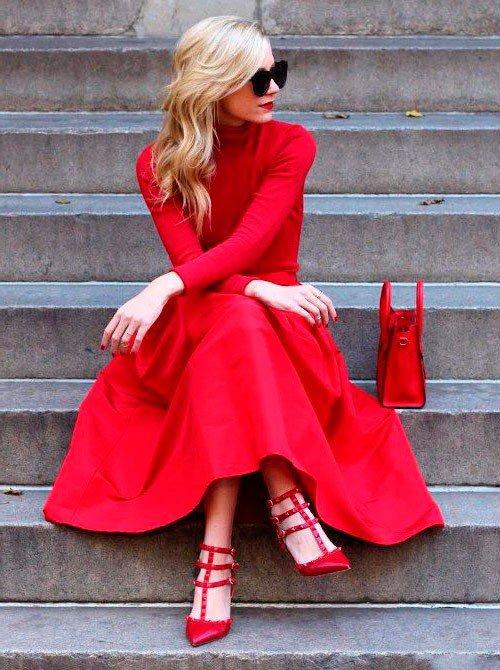 Красное платье и красные туфли