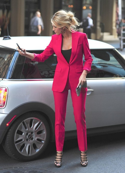 blake-lively-in-pink
