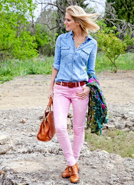 Розовые женские джинсы с чем носить